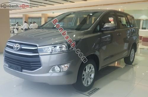 Toyota Innova 2.0E - 2018